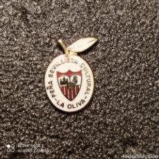 Coleccionismo deportivo: PIN PEÑA SEVILLISTA LA OLIVA - SEVILLA. Lote 262141730
