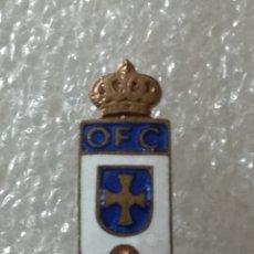 Coleccionismo deportivo: PIN FÚTBOL, OVIEDO F.C, 1945. Lote 262264450