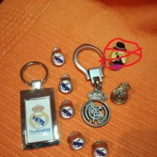 Coleccionismo deportivo: REAL MADRID. CONJUNTO 7 PINS Y DOS LLAVEROS.. Lote 195747873