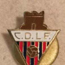 Coleccionismo deportivo: PIN FUTBOL - GIRONA - L'ESCALA - CD LA ESCALA - SOLAPA. Lote 262346520