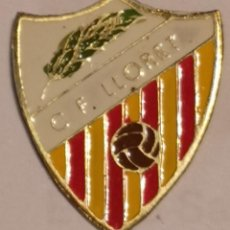 Coleccionismo deportivo: PIN FUTBOL - GIRONA - LLORET DE MAR - CF LLORET. Lote 262348700