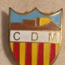 Coleccionismo deportivo: PIN FUTBOL - GIRONA - MAÇANET DE CABRENYS - CD MASANET - SOLAPA. Lote 262349495