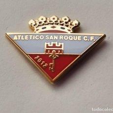 Coleccionismo deportivo: PIN DE FÚTBOL... ATLÉTICO SAN ROQUE.C. F CÁDIZ. Lote 262423645