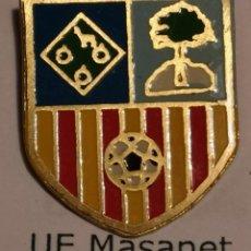 Coleccionismo deportivo: PIN FUTBOL - GIRONA - MAÇANET DE LA SELVA - UE MAÇANET. Lote 262510725