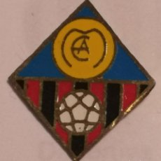 Coleccionismo deportivo: PIN FUTBOL - GIRONA - MEDINYÀ - CF MEDINYÀ. Lote 262511155