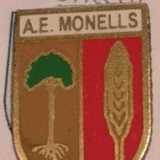 Coleccionismo deportivo: PIN FUTBOL - GIRONA - MONELLS - AE MONELLS. Lote 262511555