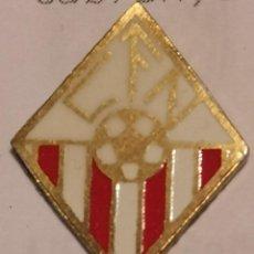Coleccionismo deportivo: PIN FUTBOL - GIRONA - NAVATA - CF NAVATA. Lote 262512030