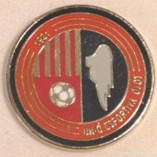 Coleccionismo deportivo: PIN FUTBOL - GIRONA - OLOT - UE OLOT. Lote 262512985
