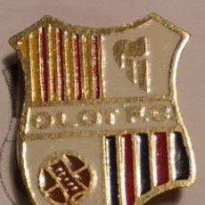 Coleccionismo deportivo: PIN FUTBOL - GIRONA - OLOT - OLOT FC - AGUJA. Lote 262513155