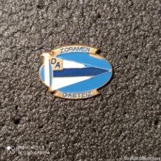 Coleccionismo deportivo: PIN PEÑA ZORAMEN-DEPORTIVO ALAVES - GASTEIZ. Lote 262653725