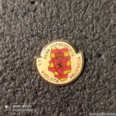 Coleccionismo deportivo: PIN PEÑA ZARAGOCISTA J.L. VIOLETA - VALENCIA. Lote 262654030