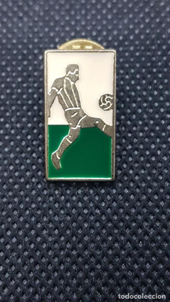 PIN FUTBOLISTA (Coleccionismo Deportivo - Pins de Deportes - Fútbol)