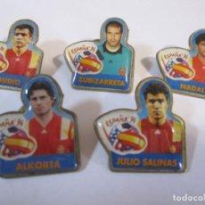 Coleccionismo deportivo: LOTE 5 PINS ESPAÑA 94 CHAMBOURCY ZUBIZARRETA ALKORTA JULIO SALINAS CLAUDIO NADAL FUTBOL. Lote 263115965