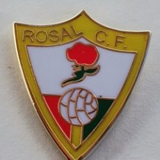 Coleccionismo deportivo: PIN DE FÚTBOL... ROSAL. C. F. HUELVA. Lote 263163065