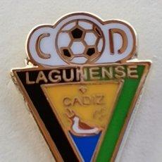 Coleccionismo deportivo: PIN DE FÚTBOL... C. D. LAGUNENSE. CÁDIZ. Lote 263163150