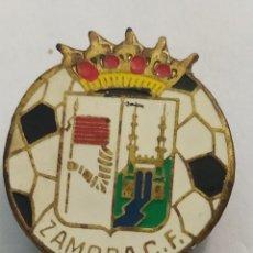 Coleccionismo deportivo: INSIGNIA DE FÚTBOL ZAMORA CF. CASTILLA LEÓN. Lote 265956303