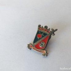 Coleccionismo deportivo: RARO PIN DEL CLUB DE FUTBOL AT. HOSTAFRANCS - BARCELONA. Lote 265999138