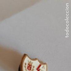 Collezionismo sportivo: PIN INSIGNA DE FUTBOL ANTIGUAS. V R D A. Lote 267653324
