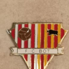 Coleccionismo deportivo: PIN FUTBOL - TARRAGONA - BOT - FC BOT. Lote 267887704