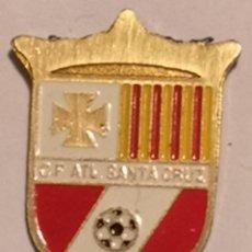 Coleccionismo deportivo: PIN FUTBOL - TARRAGONA - CALAFELL - CF ATL SANTA CRUZ. Lote 267889504