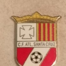 Coleccionismo deportivo: PIN FUTBOL - TARRAGONA - CALAFELL - CF ATL SANTA CRUZ. Lote 267889594
