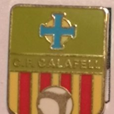 Coleccionismo deportivo: PIN FUTBOL - TARRAGONA - CALAFELL - CF CALAFELL. Lote 267890304