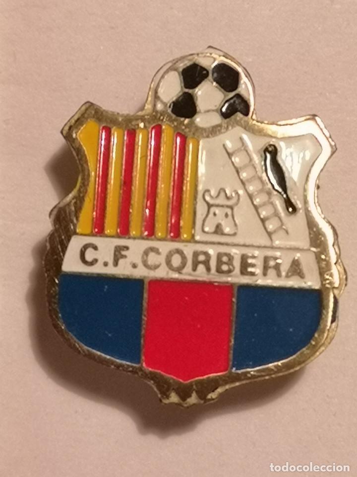PIN FUTBOL - TARRAGONA - CORBERA DEBRE - CF CORBERA - SOLAPA (Coleccionismo Deportivo - Pins de Deportes - Fútbol)