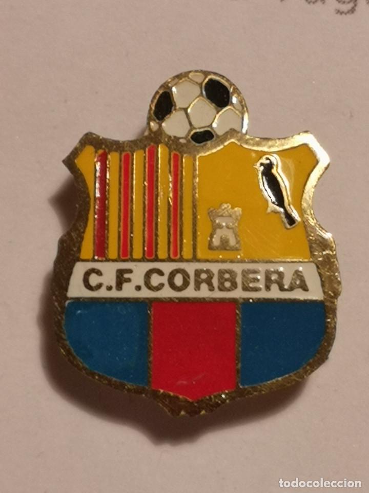 PIN FUTBOL - TARRAGONA - CORBERA D'EBRE - CF CORBERA - SOLAPA (Coleccionismo Deportivo - Pins de Deportes - Fútbol)