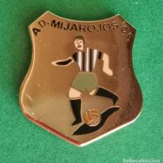 Colecionismo desportivo: PIN DE FÚTBOL... A. D. MIJAROJOS. C. F.. CANTABRIA. Lote 268866439