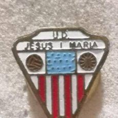 Colecionismo desportivo: PIN FUTBOL - TARRAGONA - JESUS I MARIA - UD JESUS I MARIA - SOLAPA. Lote 268887394