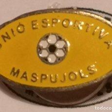 Coleccionismo deportivo: PIN FUTBOL - TARRAGONA - MASPUJOLS - UE MASPUJOLS - SOLAPA. Lote 269052618