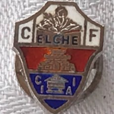 Coleccionismo deportivo: INSIGNIA DE SOLAPA DEL ELCHE CLUB DE FUTBOL, ESMALTADA A FUEGO, MIDE 1,8 CMS.. Lote 269190623