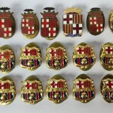 Coleccionismo deportivo: COLECCION DE 28 PINS DE BARCELONA Y DEL FC BARCELONA. METAL ESMALTADO. SIGLO XX.. Lote 269223398