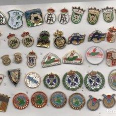 Coleccionismo deportivo: LOTE DE 51 PINS DE FEDERACIONES ESPAÑOLES DE FURBOL. Lote 269839658