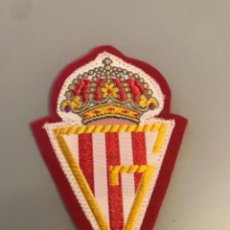 Colecionismo desportivo: ANTIGUO PARCHE TELA BORDADO CLUB FUTBOL SPORTING DE GIJON. Lote 270165528
