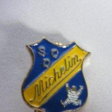 Coleccionismo deportivo: PIN DE FUTBOL - SOCIEDAD CULTURAL DEPORTIVA MICHELIN. Lote 275843948