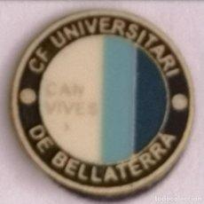 Coleccionismo deportivo: PIN FUTBOL - BARCELONA - CERDANYOLA DEL VALLÈS - CF UNIVERSITARI BELLATERRA CAN VIVES. Lote 275983608