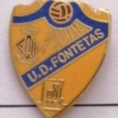 Coleccionismo deportivo: PIN FUTBOL - BARCELONA - CERDANYOLA DEL VALLÈS - UD FONTETAS. Lote 275983768