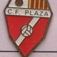 Coleccionismo deportivo: PIN FUTBOL - BARCELONA - CERDANYOLA DEL VALLÈS - CF PLAZA. Lote 275984063