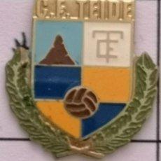 Coleccionismo deportivo: PIN FUTBOL - BARCELONA - CERDANYOLA DEL VALLÈS - CF TEIDE. Lote 275984168