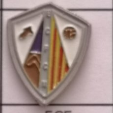 Coleccionismo deportivo: PIN FUTBOL - BARCELONA - CERDANYOLA DEL VALLÈS - ECF CERDANYOLENSE MONTFLORIT. Lote 275984373