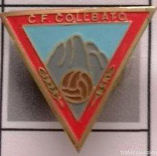 Coleccionismo deportivo: PIN FUTBOL - BARCELONA - COLLBATÓ - CF COLLBATO - SOLAPA. Lote 275984483