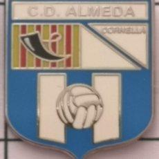 Coleccionismo deportivo: PIN FUTBOL - BARCELONA - CORNELLÀ DE LLOBREGAT - CD ALMEDA. Lote 276366763