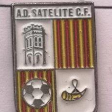 Coleccionismo deportivo: PIN FUTBOL - BARCELONA - CORNELLÀ DE LLOBREGAT - AD CIUDAD SATELITE. Lote 276367268