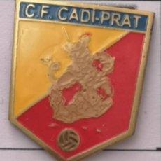 Coleccionismo deportivo: PIN FUTBOL - BARCELONA - EL PRAT DE LLOBREGAT - CF CADI-PRAT. Lote 276614188