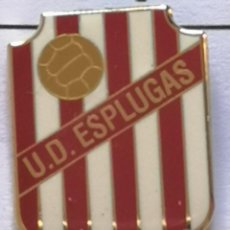 Collezionismo sportivo: PIN FUTBOL - BARCELONA - ESPLUGUES DE LLOBREGAT - UD ESPLUGAS. Lote 276983928
