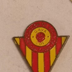 Coleccionismo deportivo: PIN FUTBOL - BARCELONA - GAVÀ - CDF GAVÀ ASOCIACION DE VECINOS CAN TINTORÉ. Lote 277113673