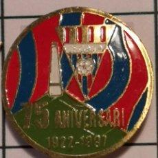 Coleccionismo deportivo: PIN FUTBOL - BARCELONA - GAVÀ - CF GAVÀ 75 ANIVERSARI - SOLAPA. Lote 277113808