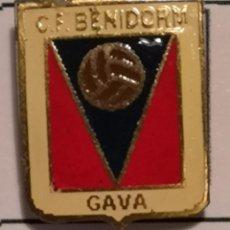 Coleccionismo deportivo: PIN FUTBOL - BARCELONA - GAVÀ - CF BENIDORM - SOLAPA. Lote 277114638