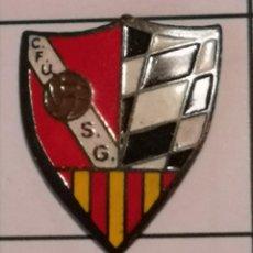 Coleccionismo deportivo: PIN FUTBOL - BARCELONA - GAVÀ - CF UNIÓ SPORTING GAVÀ. Lote 277114848